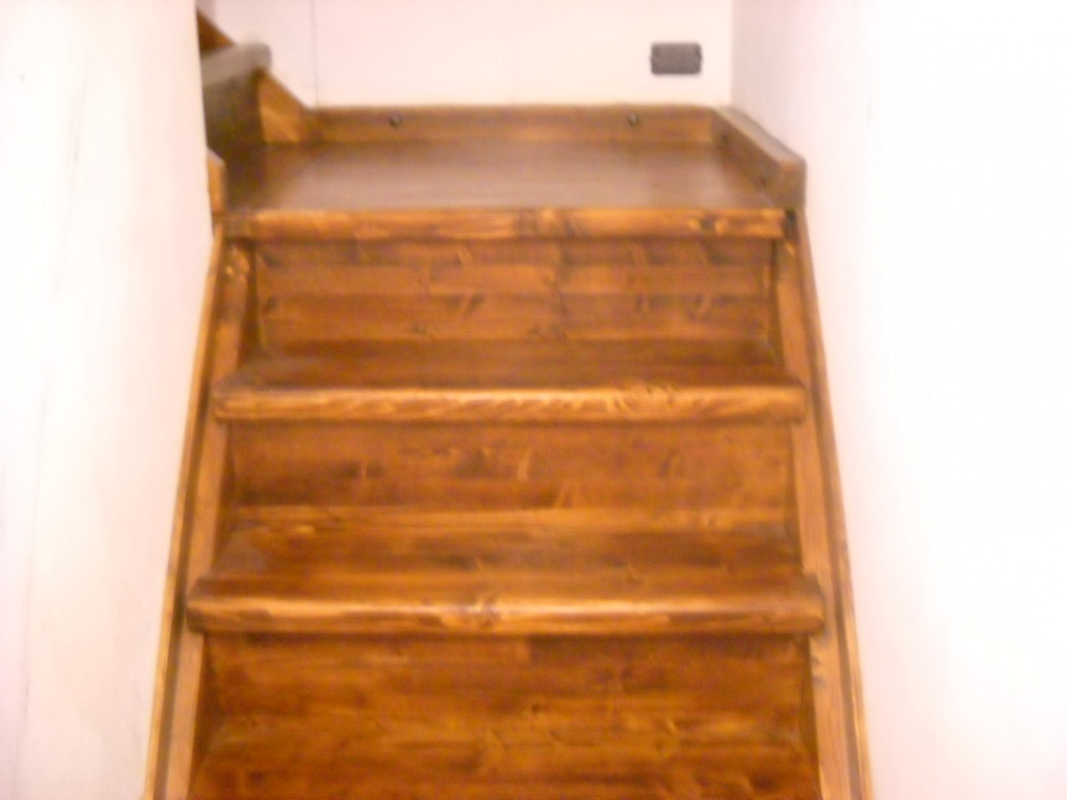 Scale in legno per baite e alloggi parquet e pavimenti - Legno per scale ...