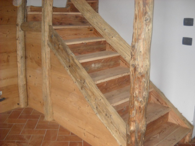 Scale in legno per baite e alloggi parquet e pavimenti - Scale interne in legno costi ...