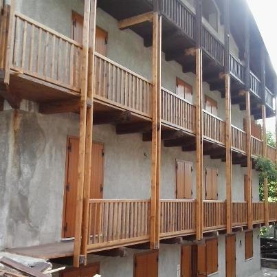 Ringhiere interne ed esterne parquet e pavimenti in legno - Mobili valvaraita ...